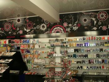 Интерьер магазина косметики