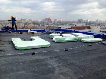 как мы устанавливаем рекламу на крыше