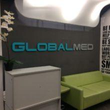 Объемные буквы для клиники ГлобалМед от компании Импульс.